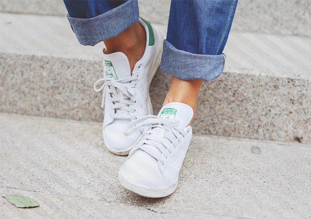 modamob-all-white-sneakers-embed-stan-smith.jpg